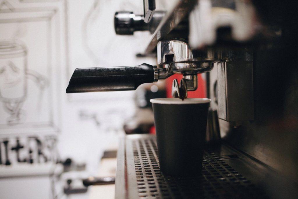 Ekspresy do kawy – warto mieć je w domach